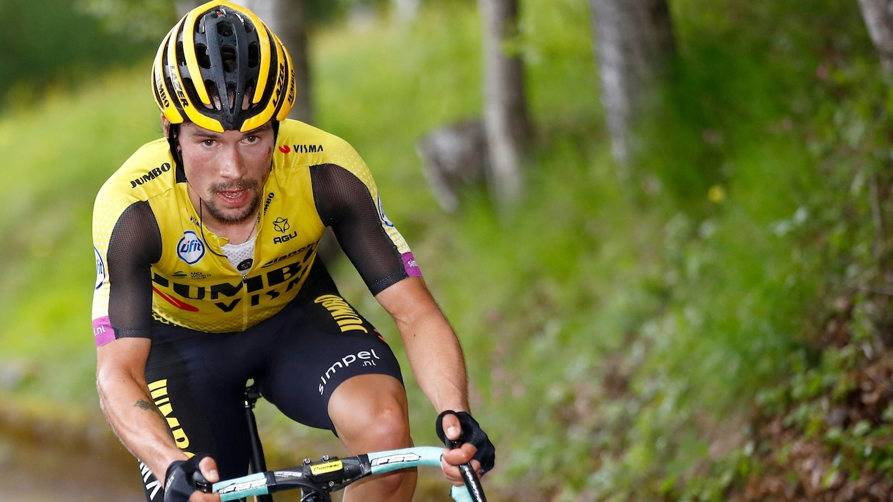 Un cycliste en plein effort en montagne