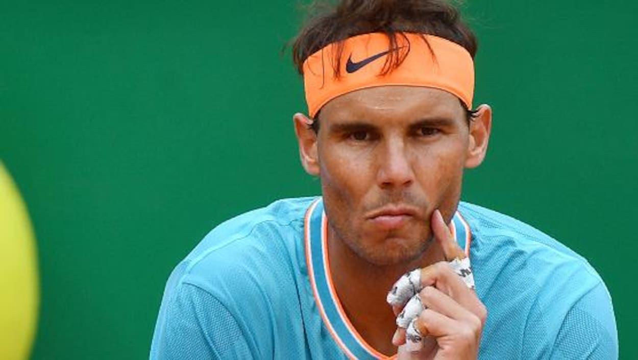 Il a l'air songeur lors de sa demi-finale du Masters de Monte-Carlo.