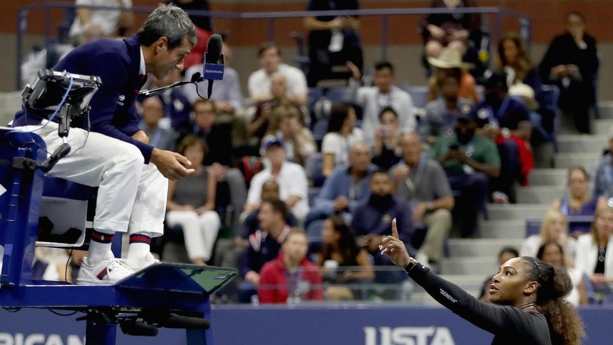 L'arbitre Carlos Ramos et Serena Williams.