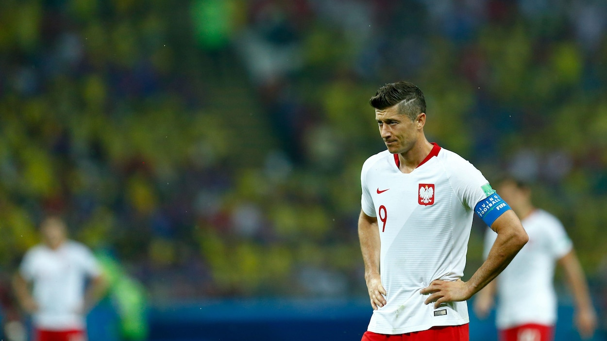 Robert Lewandowski accuse le coup de la défaite contre la Colombie.