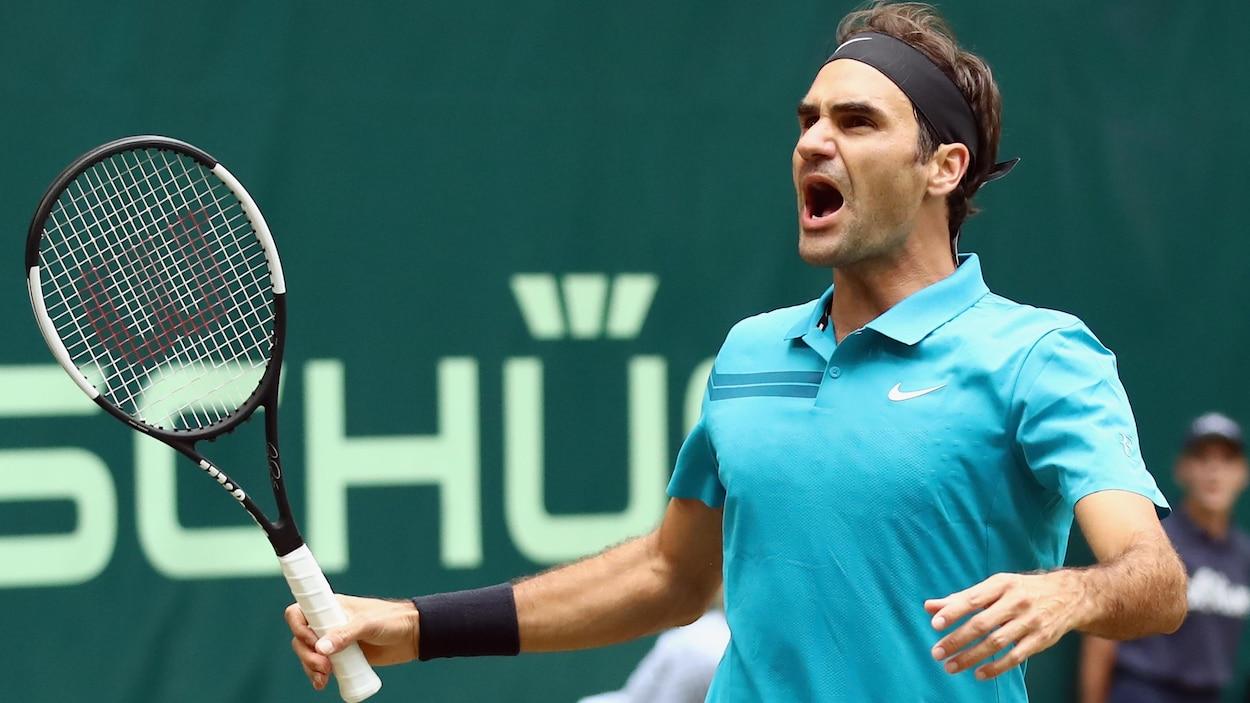 Roger Federer pousse un cri de soulagement après sa victoire contre Benoît Paire