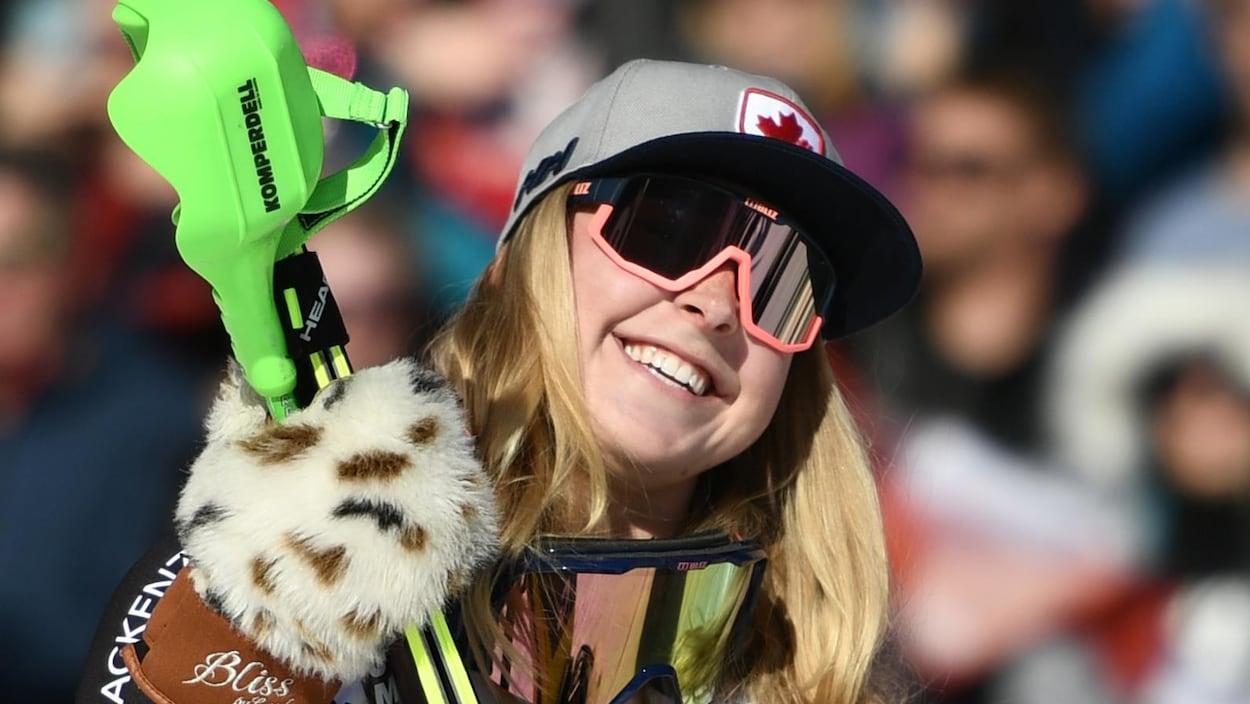 Roni Remme sur le podium après avoir remporté la médaille d'argent du super-combiné de la Coupe du monde de Crans-Montana, en Suisse.