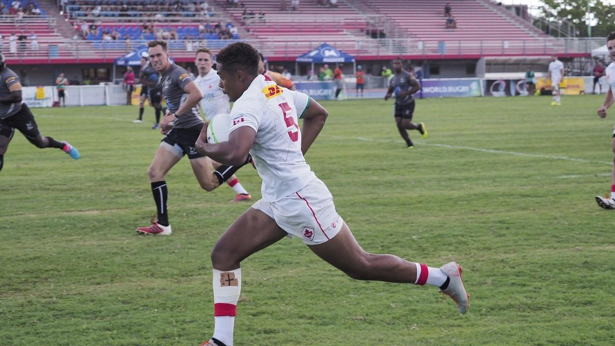 Le Canada en action face au Guyana en demi-finale.