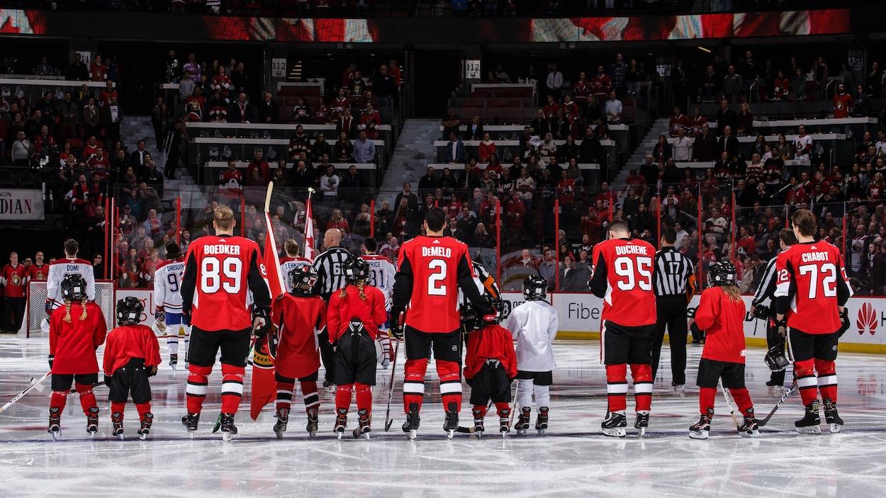 Des joueurs des Sénateurs le 20 octobre, avant un match contre le Canadien.