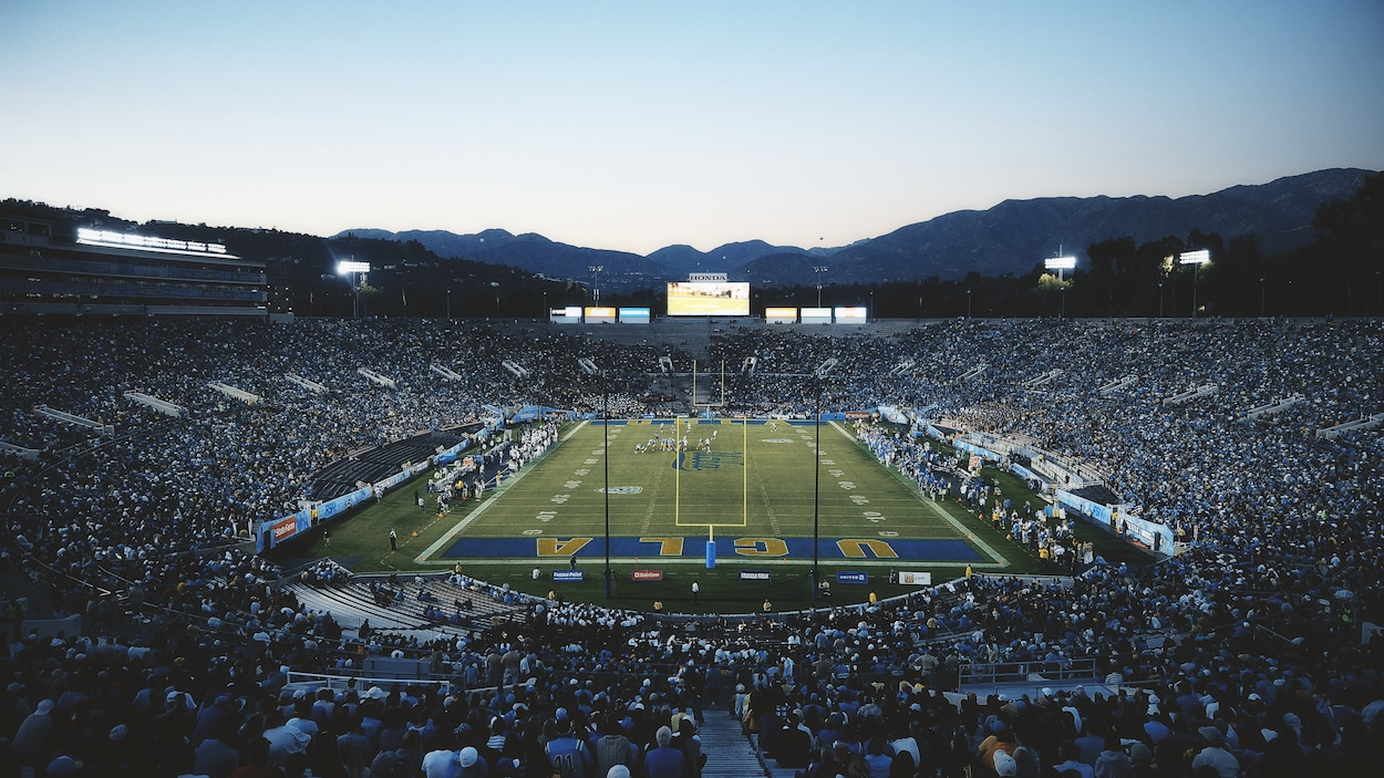 Vue aérienne du stade Rose Bowl pendant un match de football