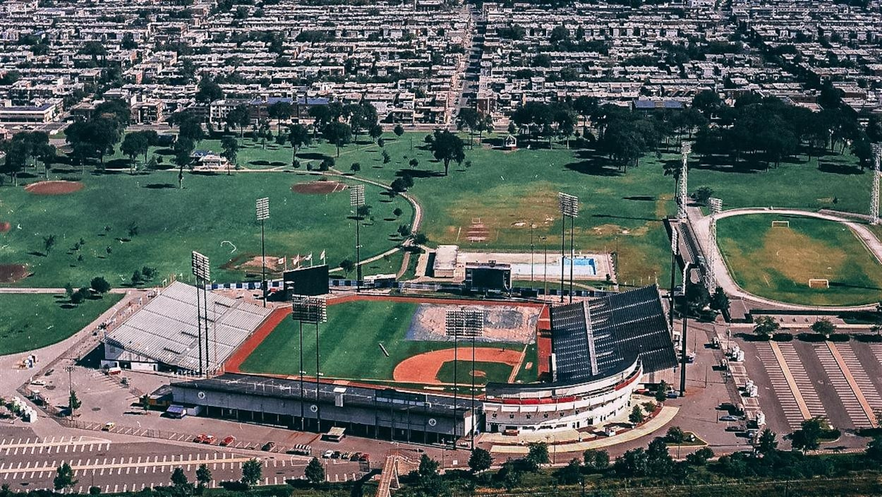 Vue aérienne du stade Jarry en 1976