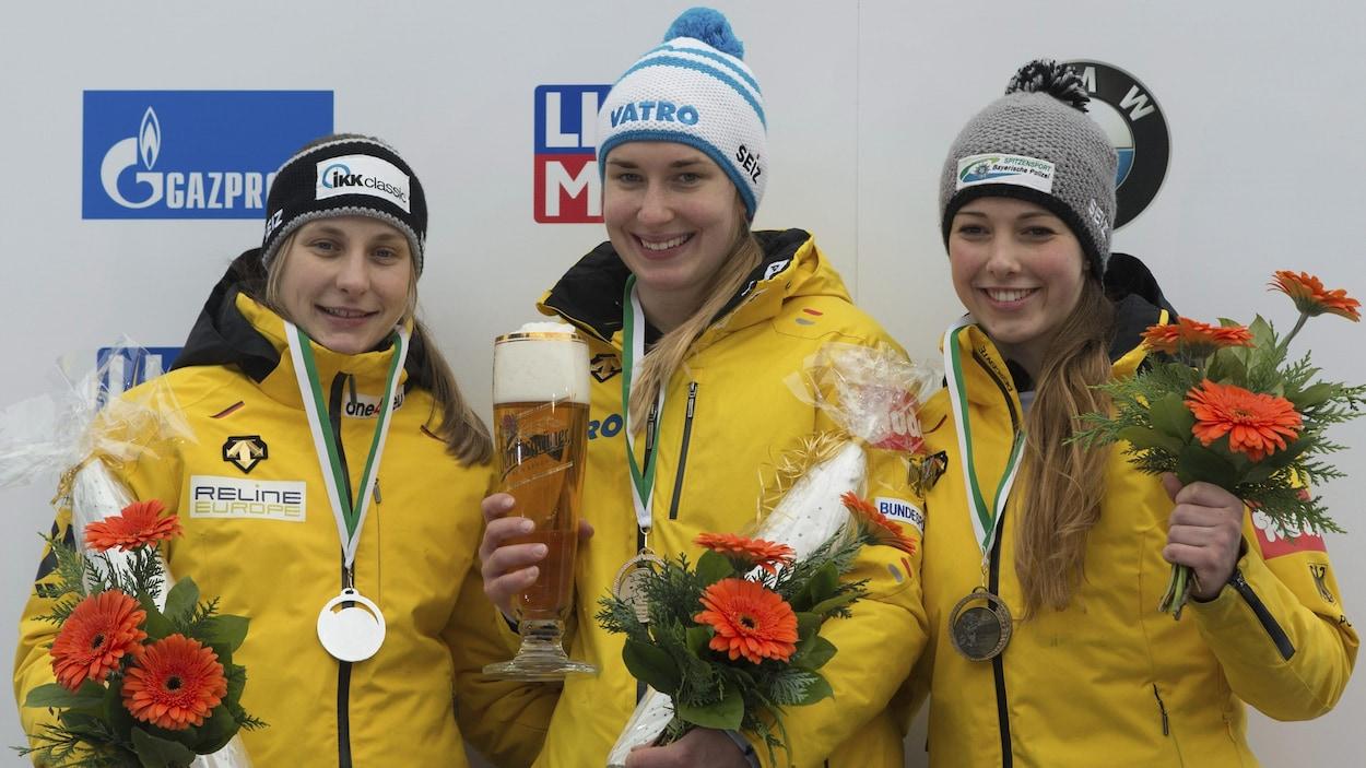Tina Hermann (à gauche), Jacqueline Loelling, Anna Fernstaedt