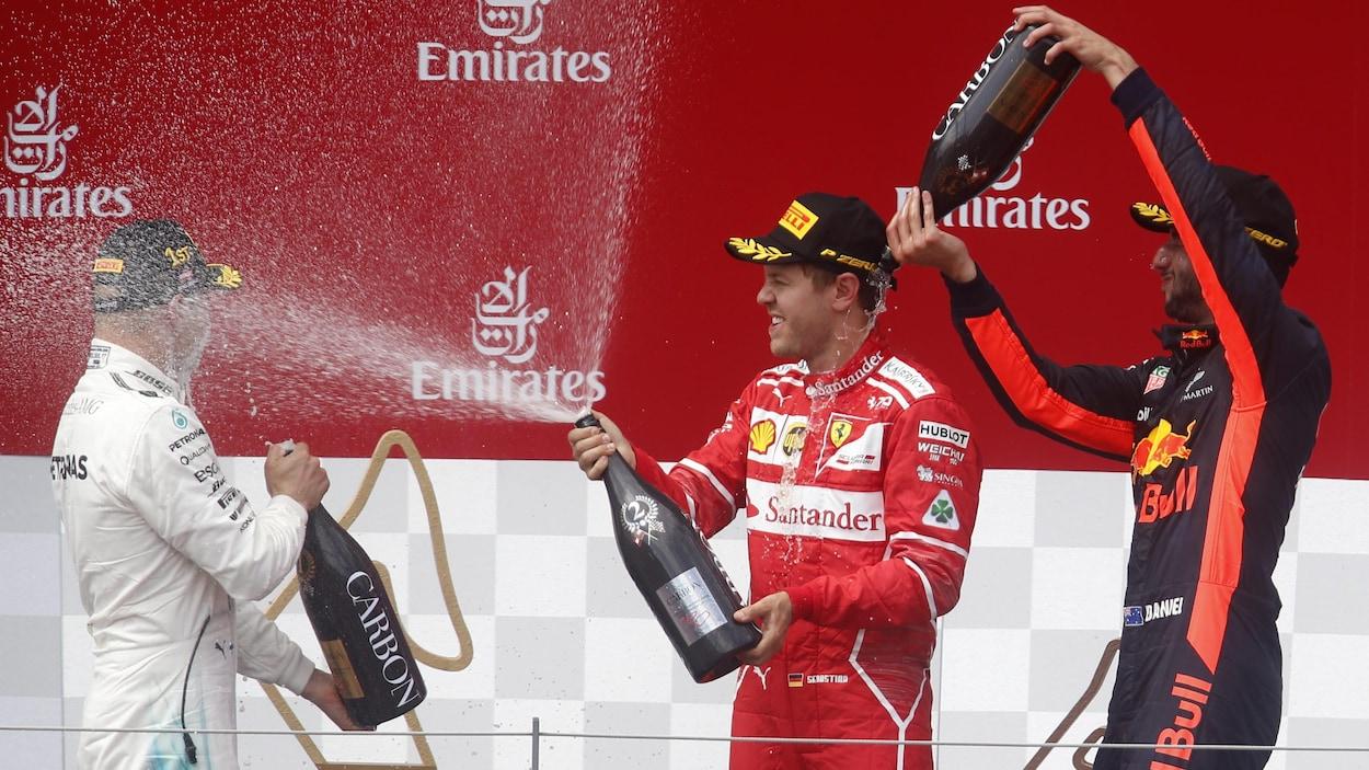 De gauche à droite, Valtteri Bottas, Sebastian Vettel et Daniel Ricciardo