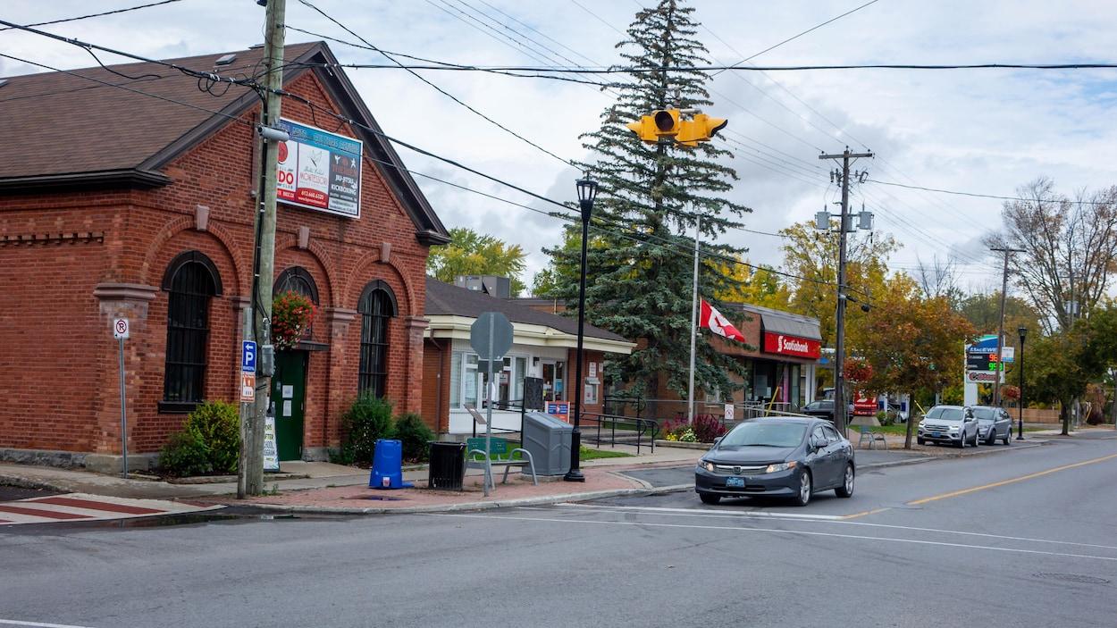 Bureau de poste et station d'essence de Russell.