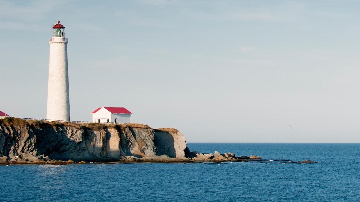 Le phare de Cap-des-Rosiers, en Gaspésie.