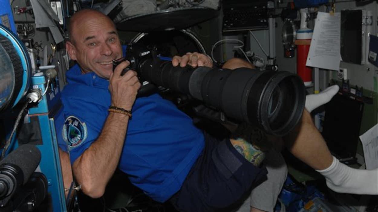 Guy Laliberté à bord de la Station spatiale internationale.