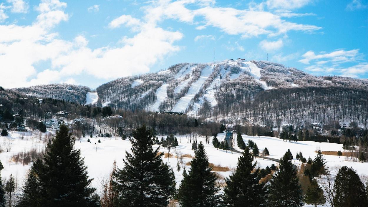Les pentes enneigées de la station de ski Bromont en 2015