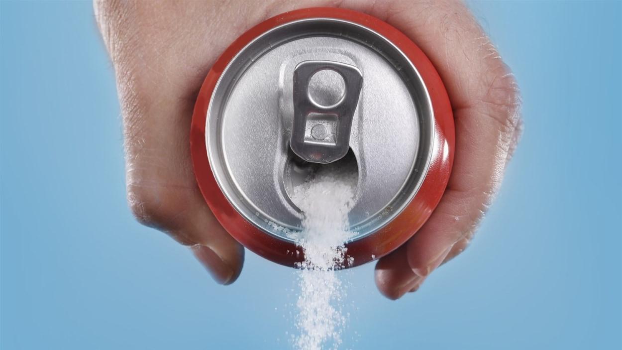 Les boissons gazeuses contiennent jusqu'à 10 cuillerées à thé de sucre.