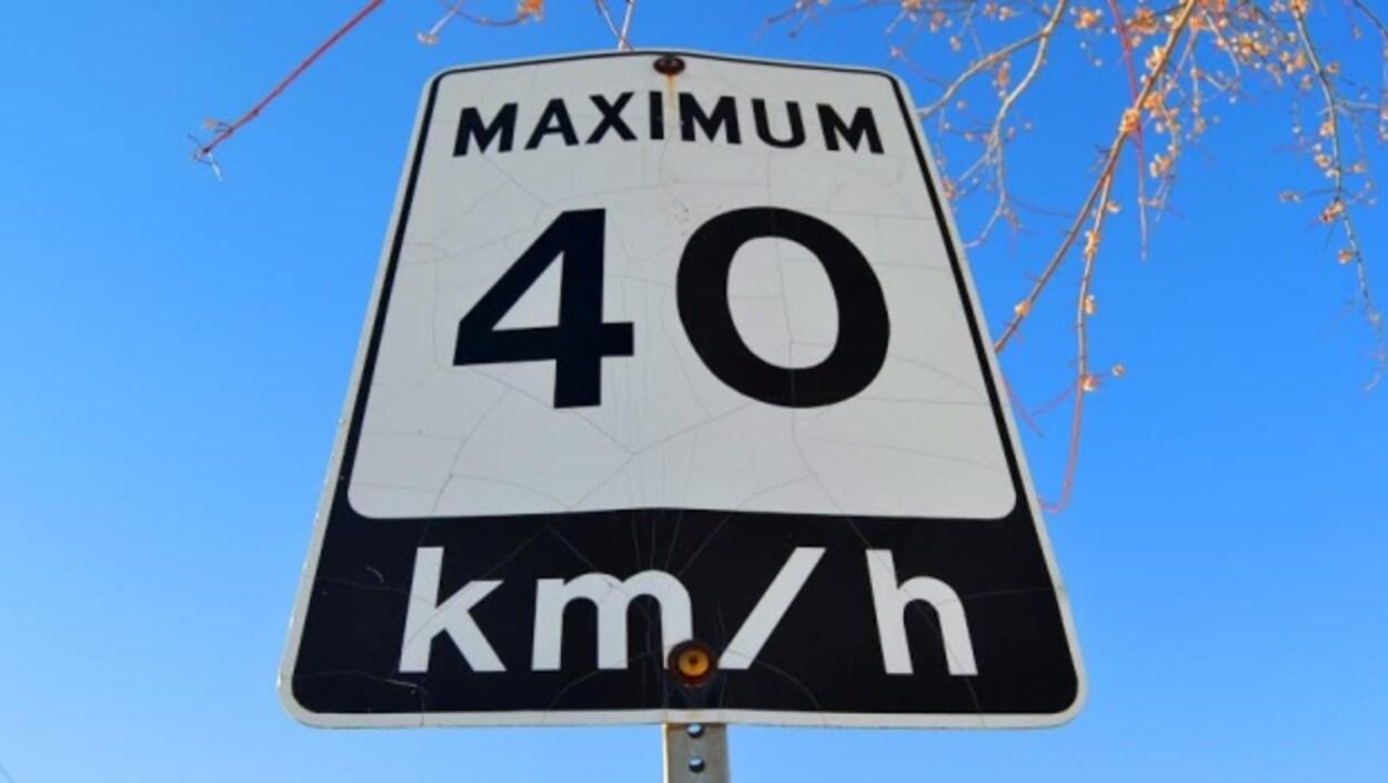 Panneau d'indication de limite de vitesse à quarante kilomètre heure