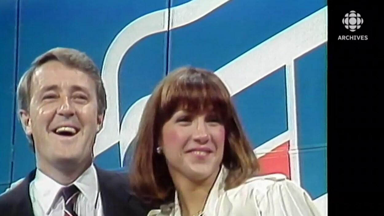 Brian Mulroney savourant sa victoire électorale avec son épouse Mila Mulroney.