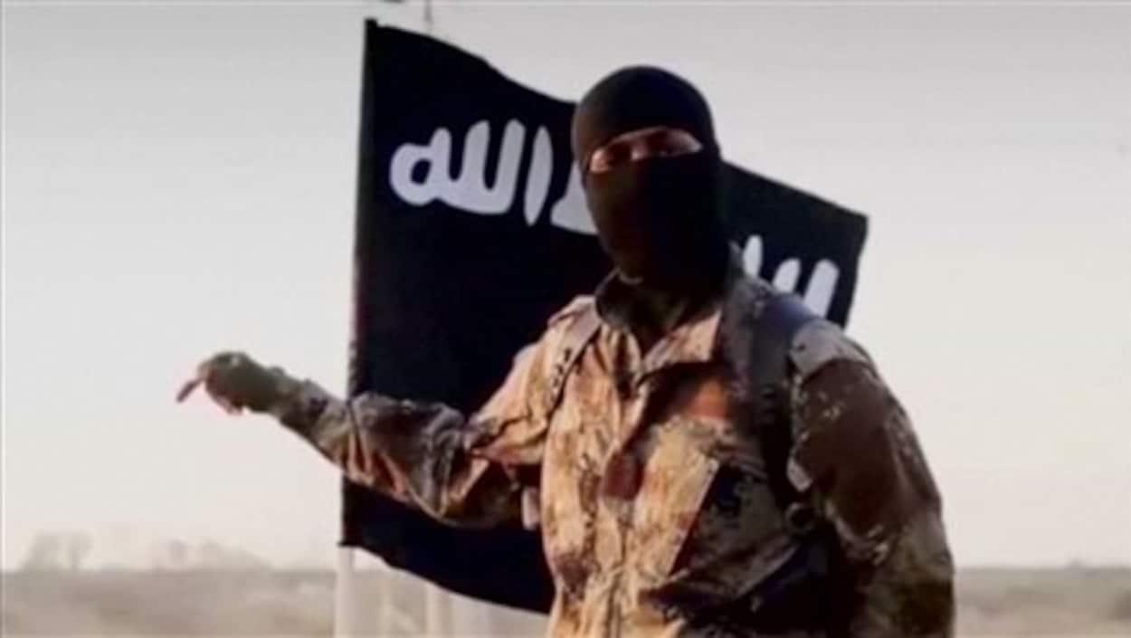 Un combattant djihadiste dans un extrait d'une vidéo datant de 2014.