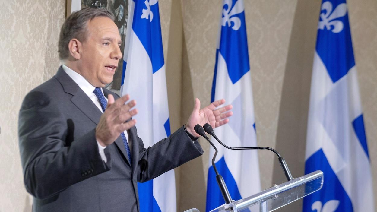 François Legault s'adresse aux médias au lendemain de la victoire de son parti aux élections québécoises.