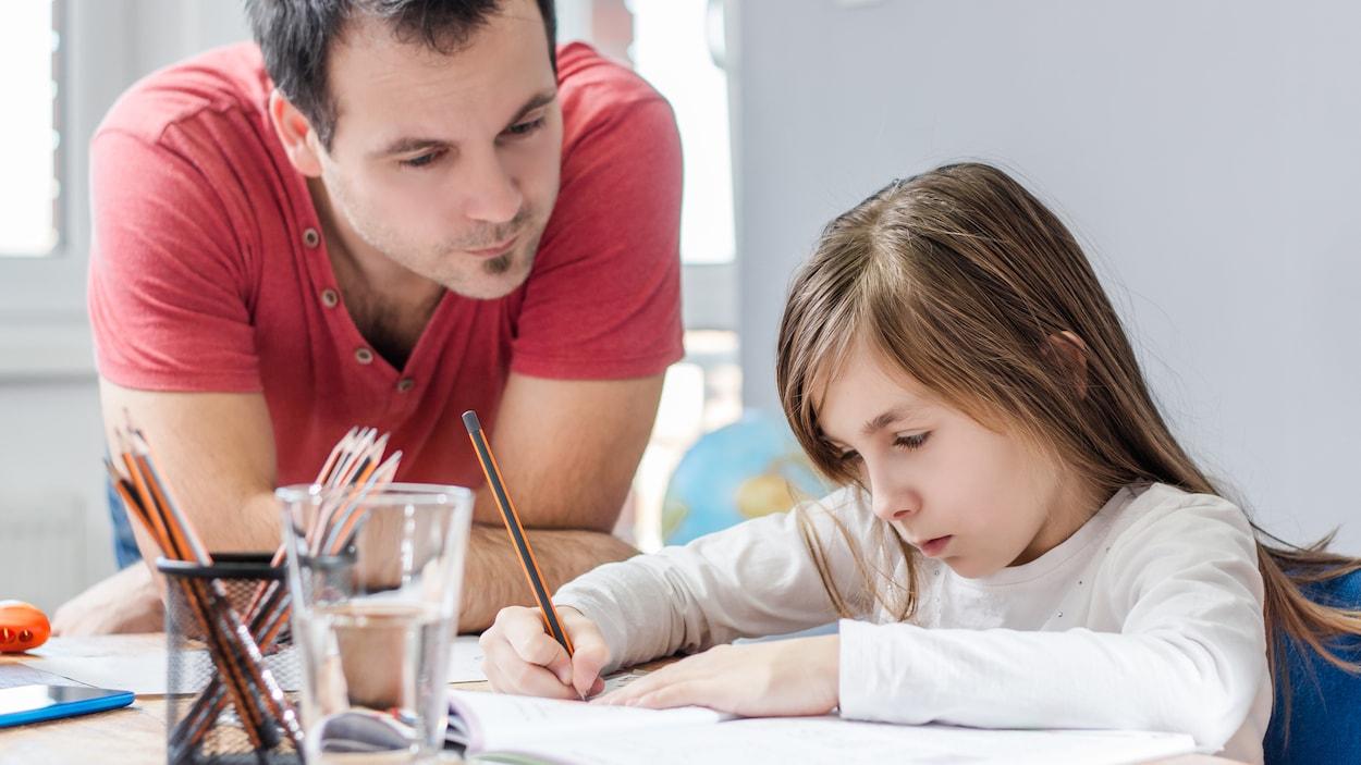 Au Québec, environ 2000 enfants sont scolarisés à la maison, selon l'AQED.