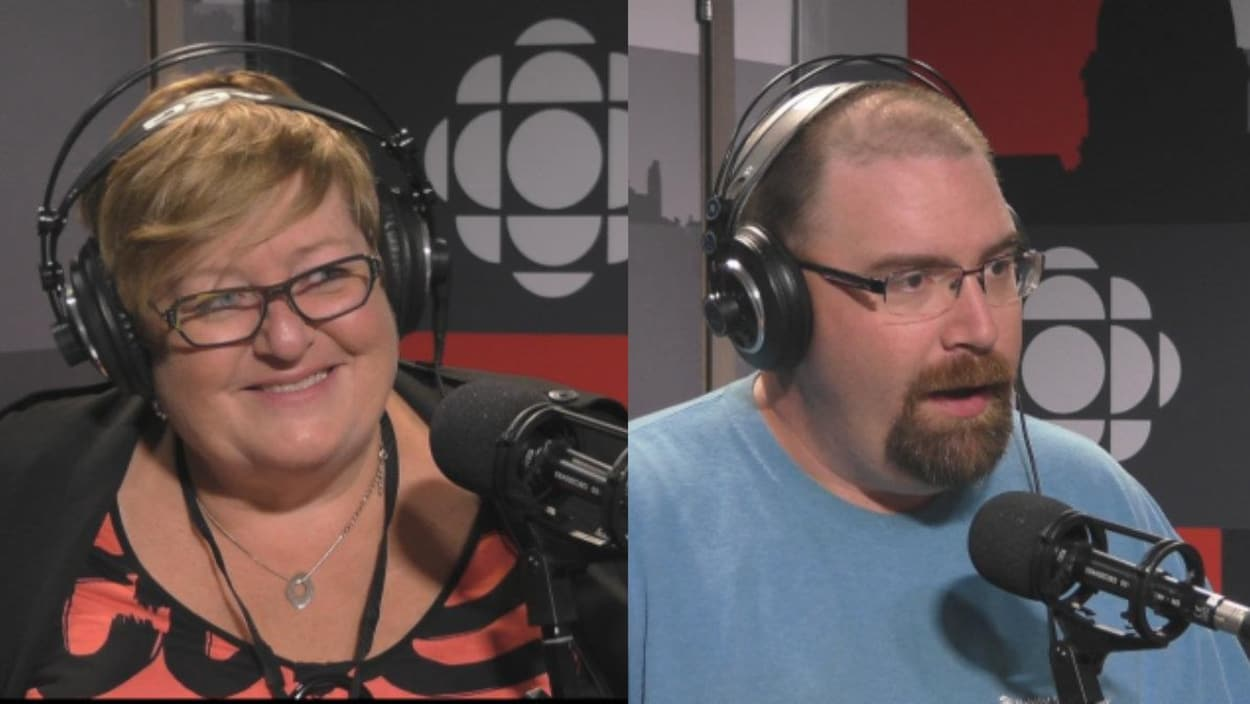 Marie-France Kenny et Denis Simard dans le studio de radio de l'émission Point du jour.