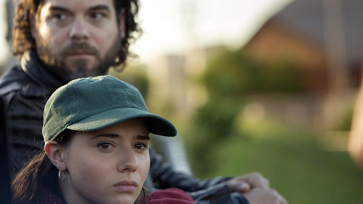 Pierre-Luc Brillant et Karelle Tremblay dans une image tirée du film  La disparition des lucioles , de Sébastien Pilote.