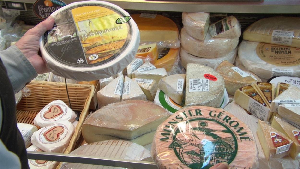 Des fromages québécois et européens.