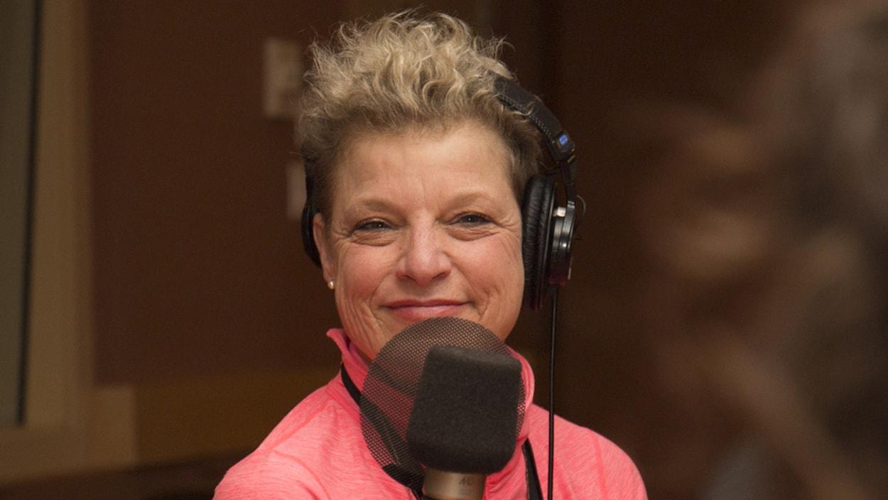 Johanne Fontaine au studio 18 de Radio-Canada, à Montréal, le 22 janvier 2018