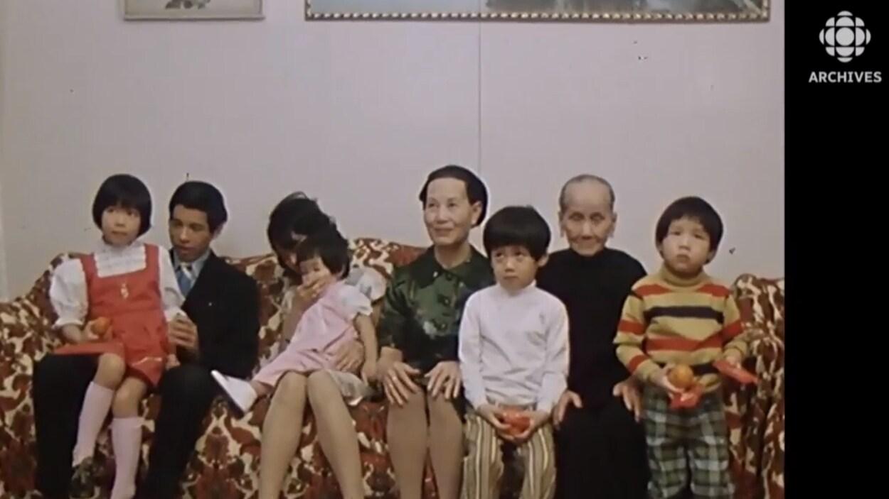 Photo de réveillon d'une famille chinoise de Montréal en 1973.