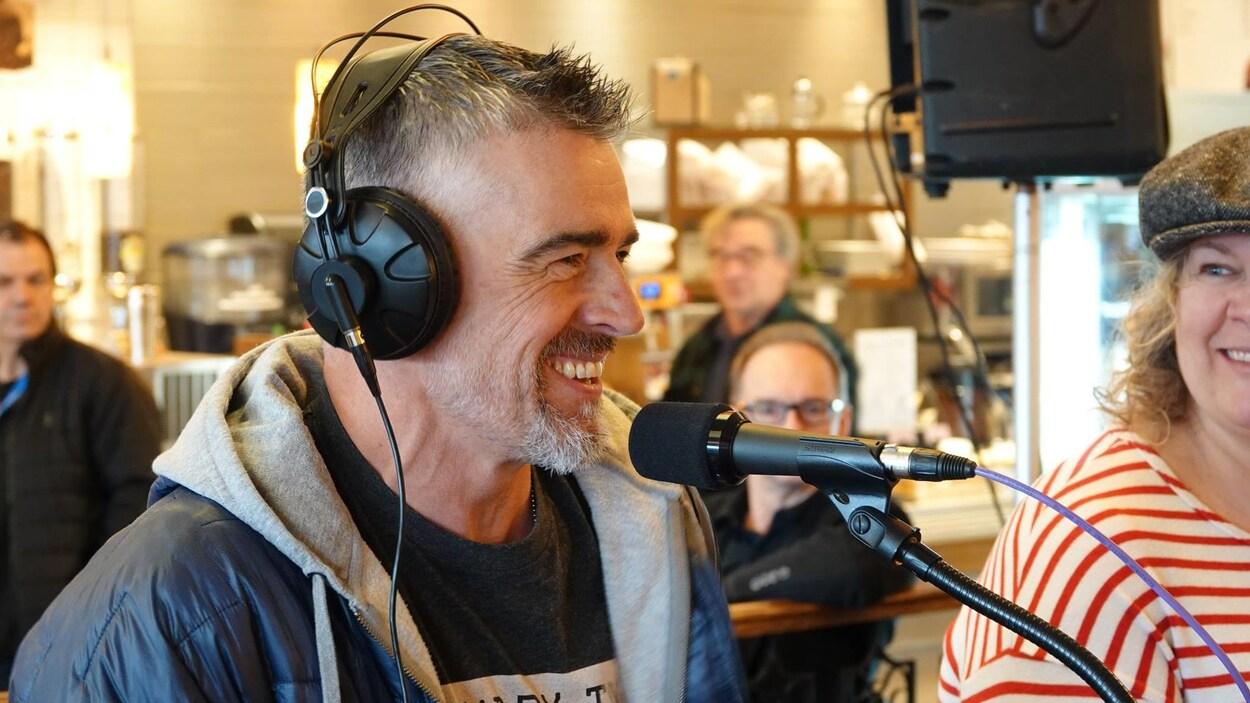 Patrice Godin, auteur, en entrevue lors d'une émission spéciale de Bonjour la Côte,  pour le Salon du livre de la Côte-Nord