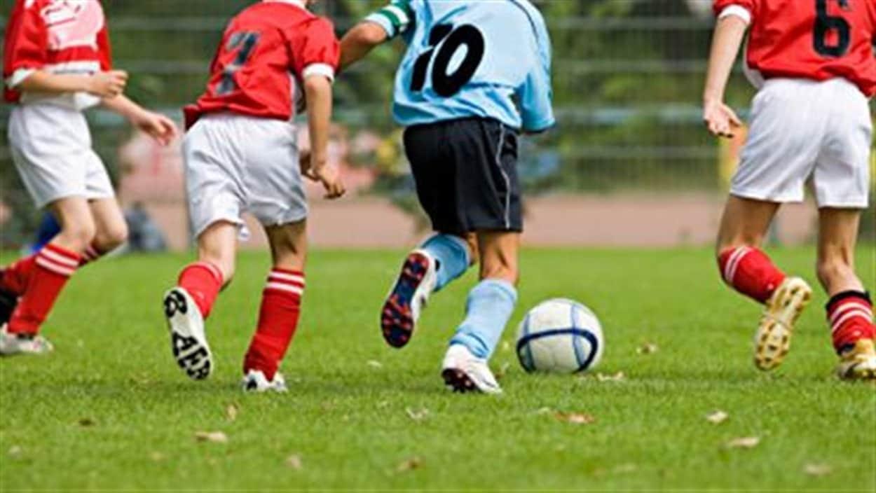 De jeunes joueurs de soccer