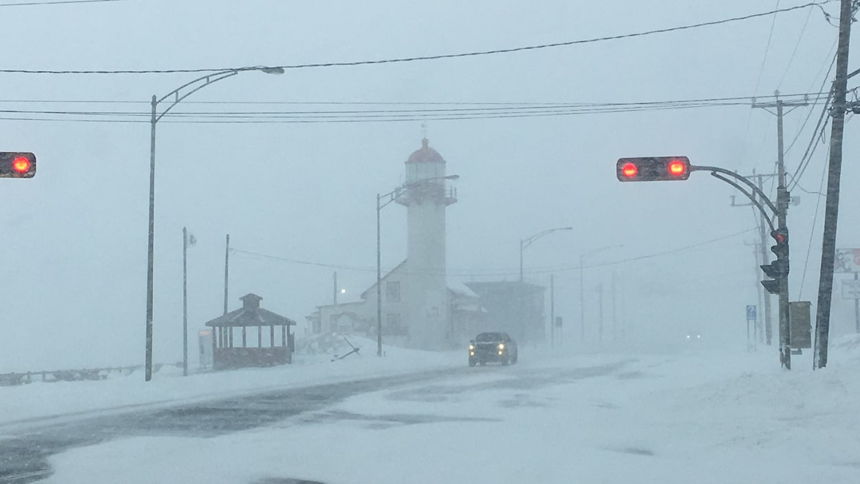 Les conditions routières se dégradent à Matane où l'on attend 30 cm de neige et des vents de 60 km/h.