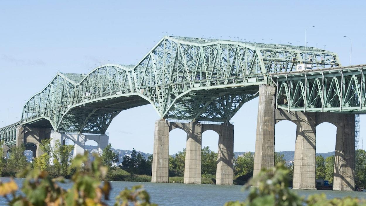 Le pont Champlain, vu de Brossard