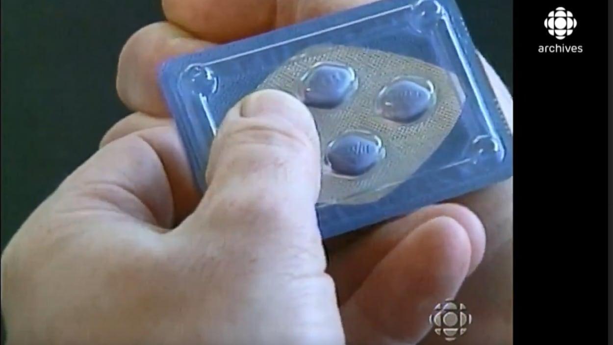 Compte rendu de Boucherville du journaliste Réal D'Amours sur les débuts de la vente autorisée de Viagra au Canada.