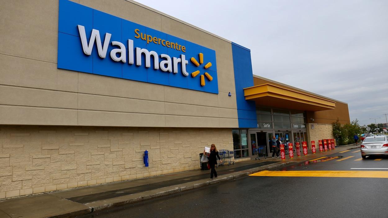 Le Walmart du centre commercial Fleur de Lys