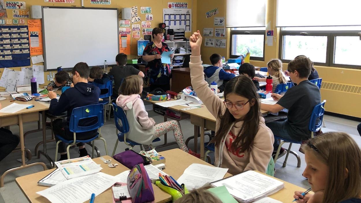 Des enfants dans une classe.
