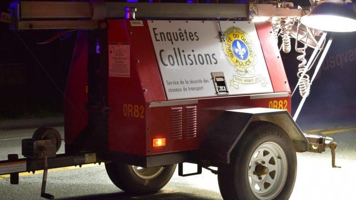 Un module de la Sûreté du Québec avec l'inscription «Enquête collisions».