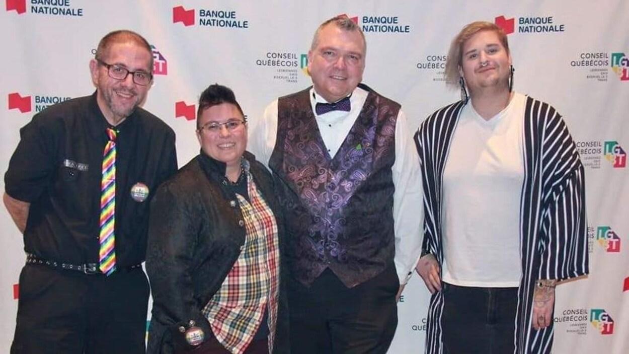 4 personnes posent lors du Gala arc-en-ciel de Montréal