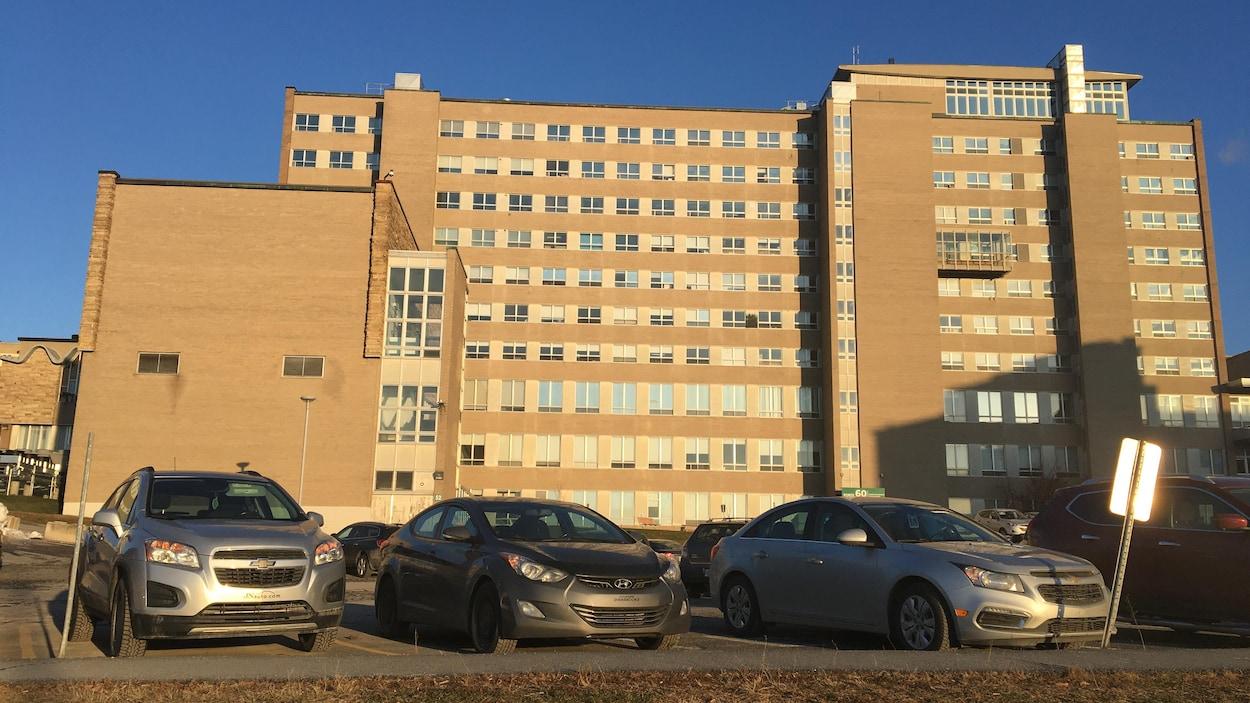Les quatre étages du département de psychiatrie ont été fouillés de fond en comble par une dizaine d'enquêteurs.
