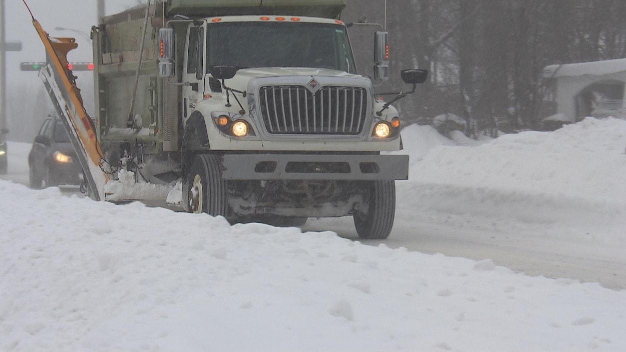Les conditions routières sont difficiles à Sherbrooke en ce lendemain de tempête.