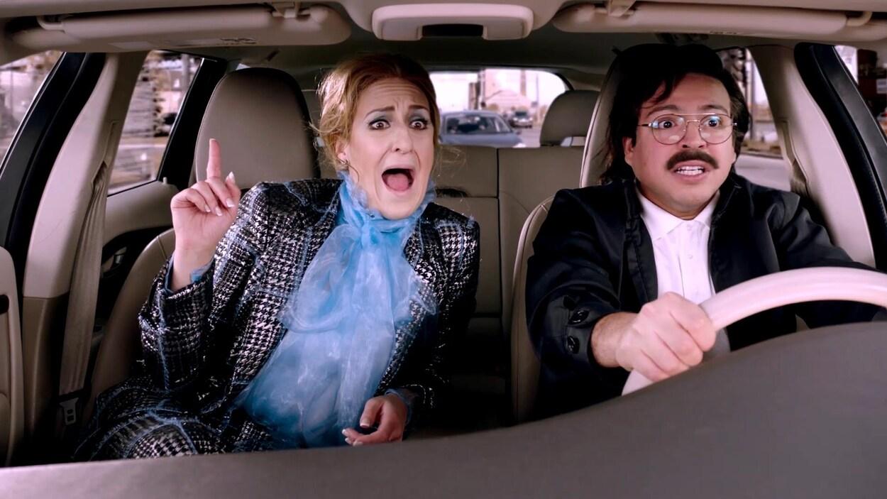 Céline chante ses succès dans un Téo taxi.