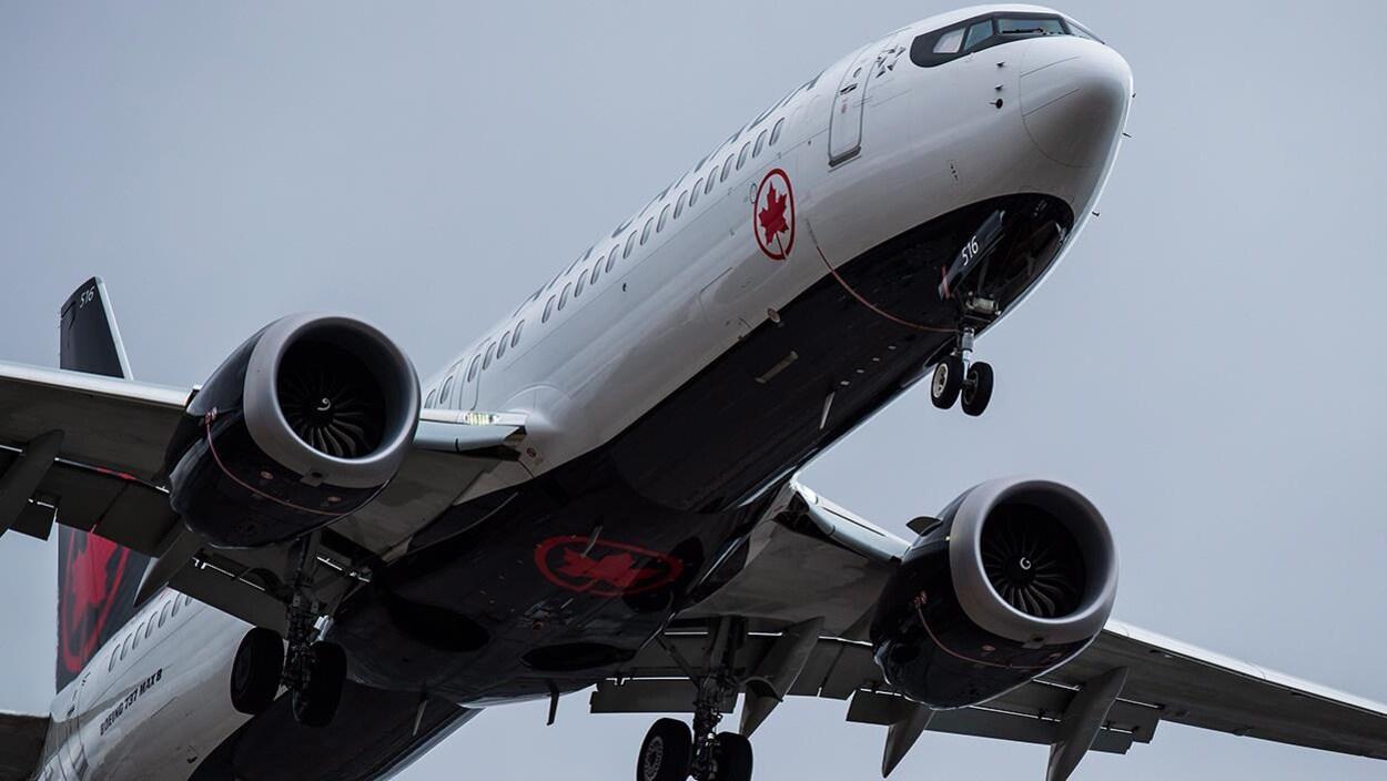 Un avion au décollage.