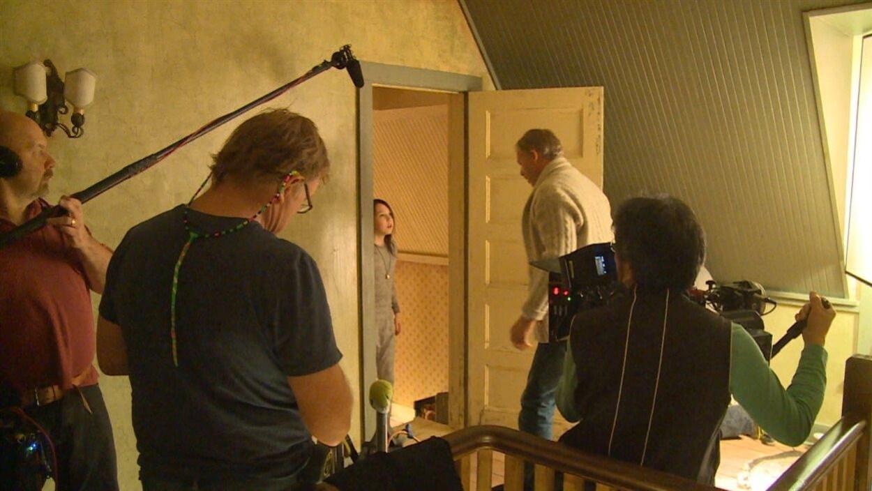 Le réalisateur québécois Dominic James lors du tournage de son film Wait till Helen comes à Winnipeg.