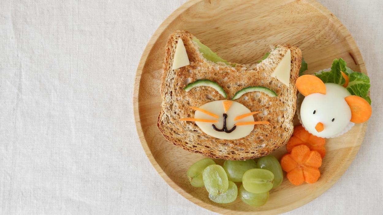 Le lunch est présenté de manière amusante en forme d'animaux