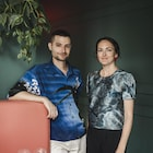 Les nutritionnistes Bernard Lavallée et Catherine Lefebvre dans un restaurant.