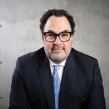 Robert Asselin, vice-président responsable des politiques publiques du Conseil canadien des affaires, regarde la caméra en souriant.