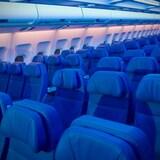 Des sièges vides dans la cabine d'un avion d'Air Transat
