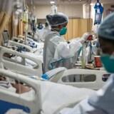 Trabajadores sanitarios en un hospital de Nueva Delhi.