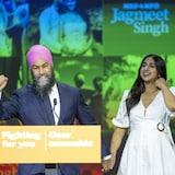加拿大新民主党领袖 Jagmeet Singh 和夫人 Gurkiran Kaur Sidhu 在大选后.