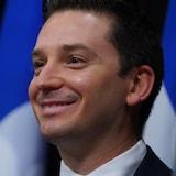 Simon Jolin-Barrette sourit.