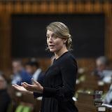Mélanie Joly aux Communes, debout pendant la période des questions.