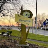 Une affiche où on peut lire municipalité de Pierreville.